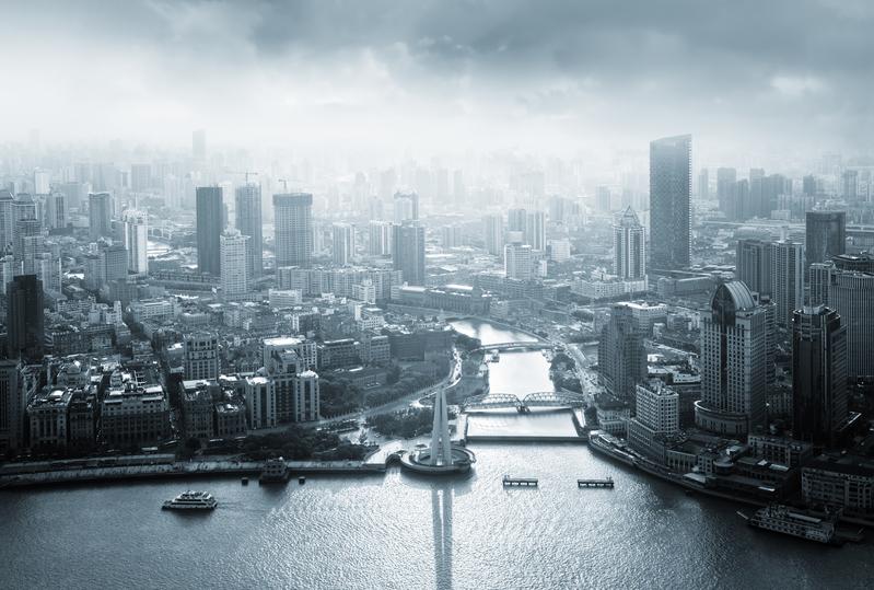 5月25日中共中紀委通報,上海市檢察院前檢察長陳旭被開除中共黨籍,立案審查,外界表示,這是習近平當局爭奪上海控制權、主導權的一個前哨戰。圖為上海外灘。(PIXTA)