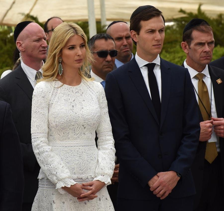 圖為特朗普的女兒伊萬卡和女婿庫什納5月23日陪特朗普在中東訪問 。(DEBBIE HILL/AFP/Getty Images)