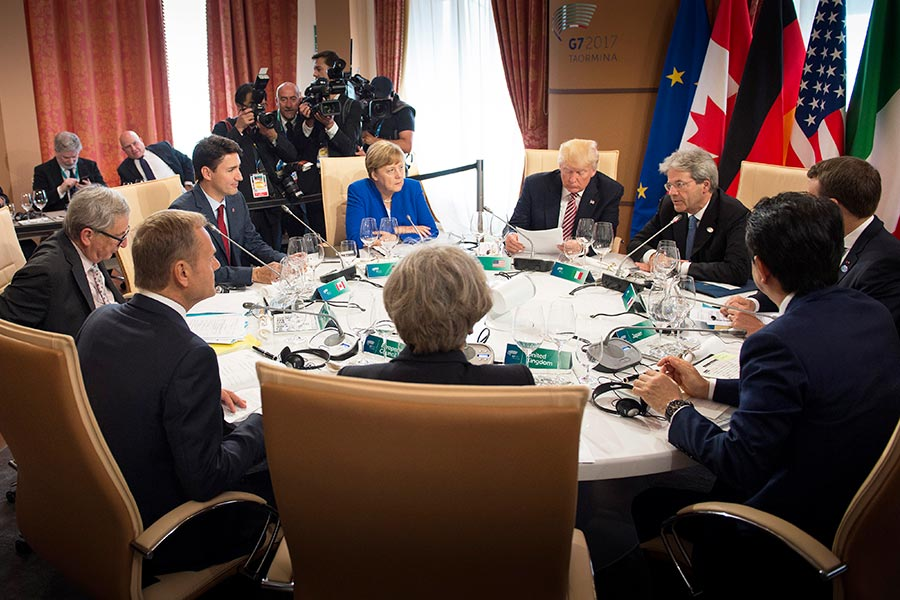 西西里亞海岸的寧靜小鎮陶爾米納一夜之間成為大國外交的場所。在這裏,特朗普總統和其他六個大國領導人聚集在一起,舉行G7峰會,討論全球最迫切的問題。(Guido Bergmann/Bundesregierung via Getty Images)