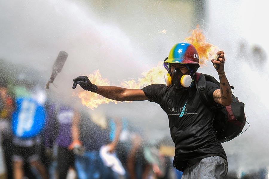 5月22日,委內瑞拉首都Caracas的示威者。(FEDERICO PARRA/AFP/Getty Images)