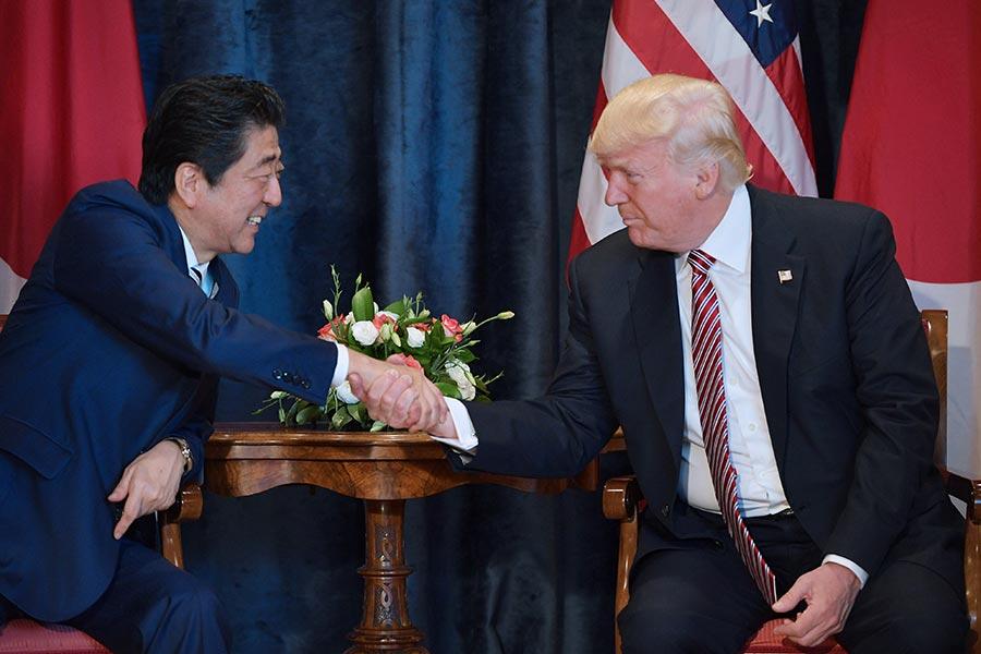 白宮表示,在意大利周五(26日)舉行G7峰會開始前,美國總統特朗普與日本首相安倍晉三就加強對北韓制裁達成了共識。(MANDEL NGAN/AFP/Getty Images)