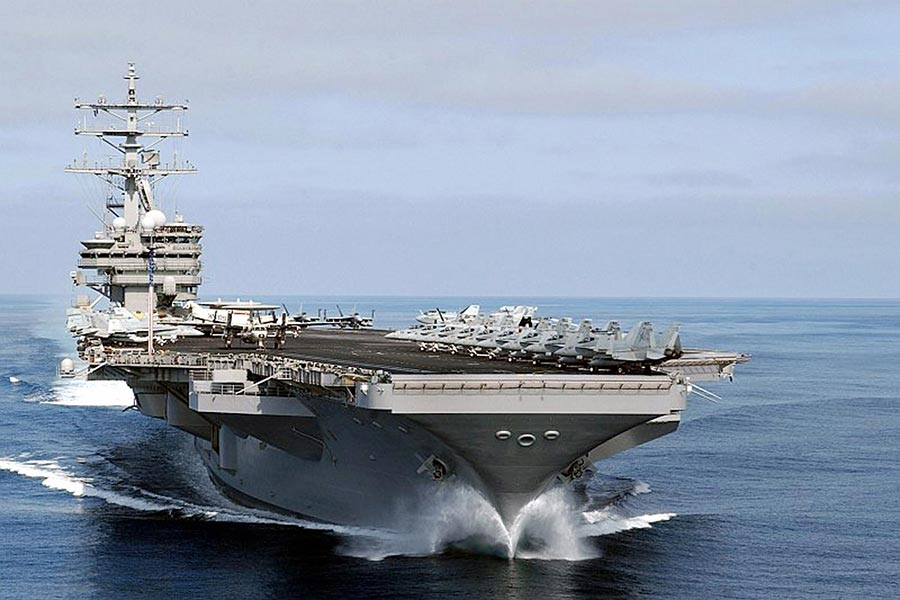 尼米茲號航空母艦戰鬥群將前往西太平洋,加入「卡爾文森號」航母和「列根」號航母戰鬥群。(STRDEL/AFP/Getty Images)