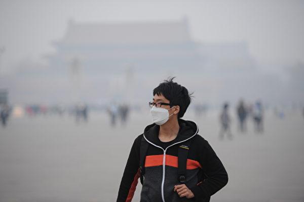 一項最新研究結果顯示,僅2007年遭到從中國漂洋過海的陰霾侵襲,導致日韓兩國非自然死亡人數達3.09萬人。圖為北京南城霧霾。(大紀元資料室)