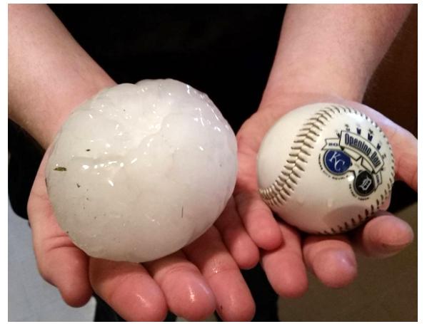 雷暴襲擊美中地區 冰雹比壘球還大