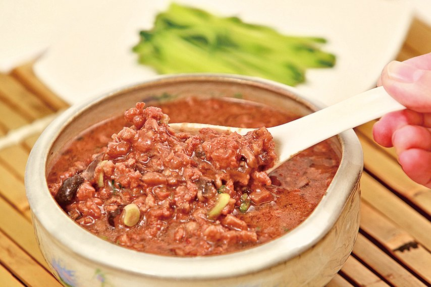 肉燥是非常好用的調味醬,可以搭配白飯、麵食和青菜等。