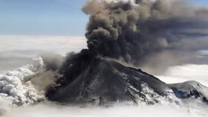 阿拉斯加火山又噴發 灰塵衝上萬米高空