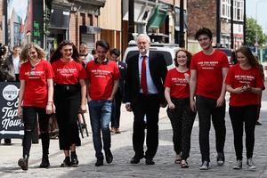 英工黨「開支票」 若贏大選今秋起大學免費