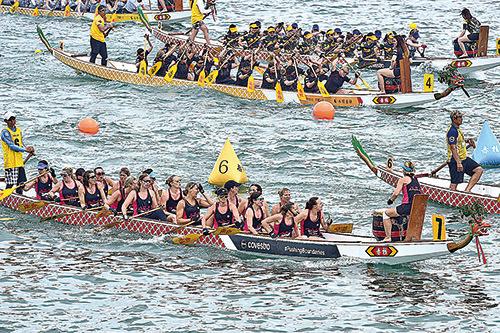 赤柱龍舟競渡有近半世紀歷史,有不少外籍人士組隊參賽。(郭威利/大紀元)