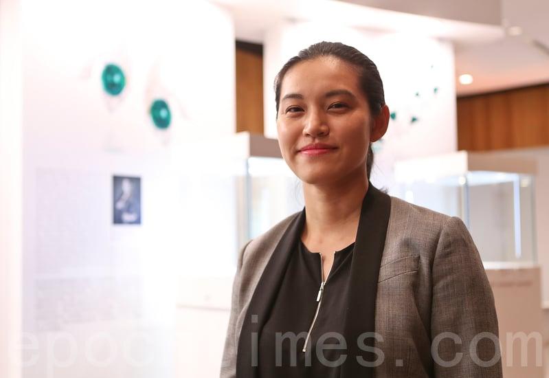 趙心綺公司市場總監洪於婷相信,華人設計師走紅世界珠寶領域,與東方文化受歡迎有關。(余鋼/大紀元)