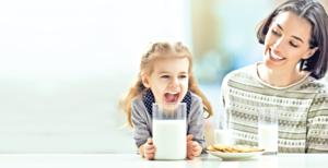 孩子高低肩、駝背是姿勢不良導致的嗎?鈣質攝取量 是關鍵