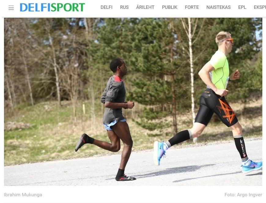 在愛沙尼亞塔爾圖舉辦的年度半程馬拉松比賽中,肯雅男子瓦吉拉(Ibrahim Mukunga Wachira)只穿襪子參賽,還贏得冠軍。(Delfi網站擷圖)