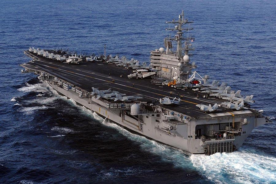 美國國防官員表示,根據目前的進程,要求美軍卡爾文森號航母和羅納德・列根號航母,以及其它艦艇進入日本海中南部地區。圖為列根號。(Mass Communication Specialist 3rd Class Dylan McCord/U.S. Navy via Getty Images)