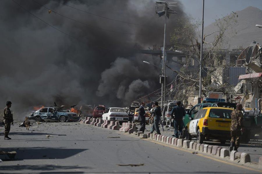 5月31日阿富汗首都喀布爾發生大爆炸事件,現場黑煙滾滾。(SHAH MARAI/AFP/Getty Images)