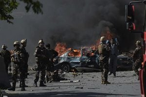 自殺炸彈手引爆 阿富汗使館區80死350傷