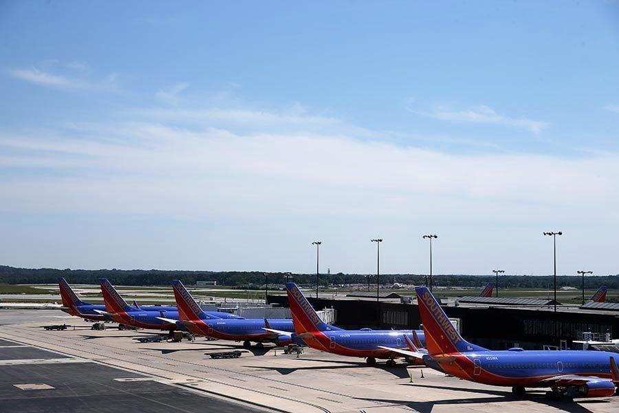 美男子駕車衝進機場 鑽進空飛機遭逮捕