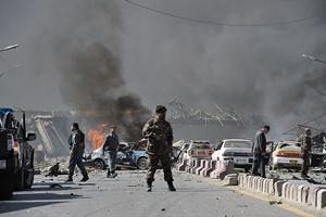 遭汽車炸彈襲擊 阿富汗90死350傷
