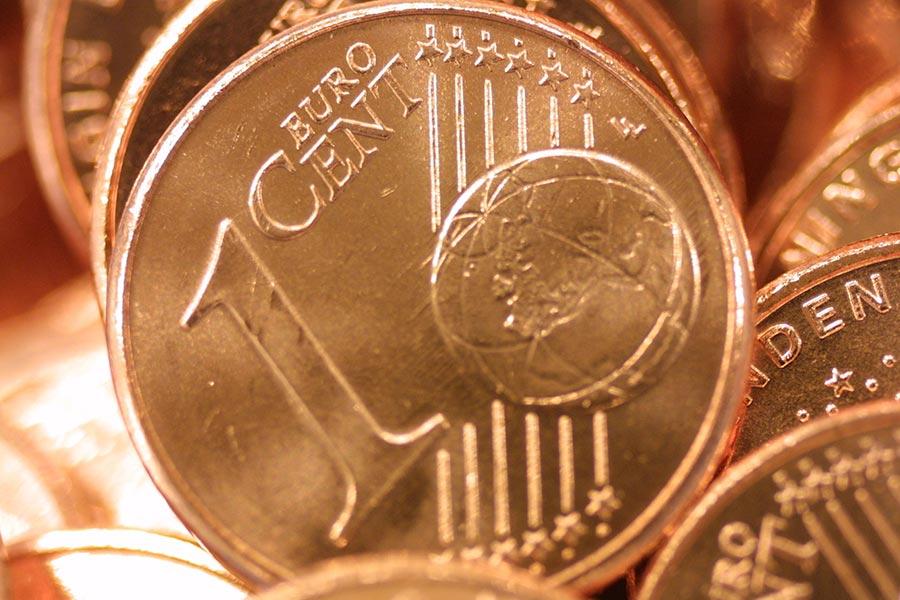 1歐分小紅硬幣正逐漸被淘汰,19個歐元國裏已經有五個廢棄了1、2歐分的硬幣。(Michel Porro/Getty Images)