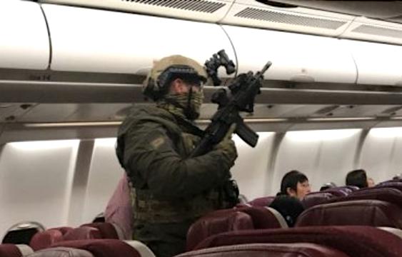 全副武裝的救援警察。(視像擷圖)