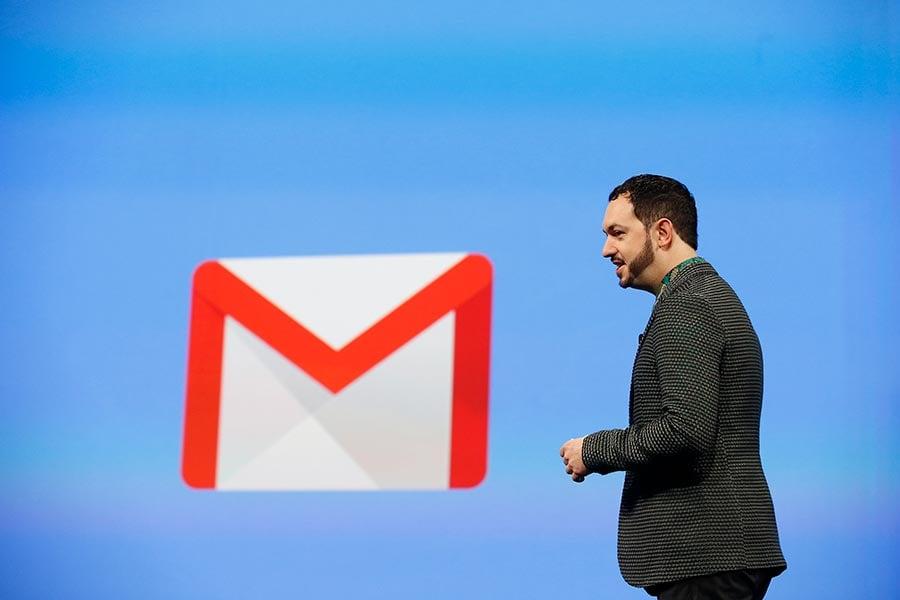 谷歌正在給谷歌郵件(Gmail)增加一些新的安全功能。圖為谷歌設計副總裁Matias Durante於2014年6月在谷歌I/O開發者大會上介紹Gmail。(Stephen Lam/Getty Images)