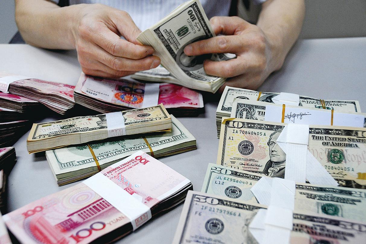 雖然人民幣離岸價連日走強,但有分析認為,這是中共央行製造出來的,是為了補漲之前美元指數下行的部份,後市隨著美聯儲加息,人民幣貶值壓力仍然很大。(Getty Images)