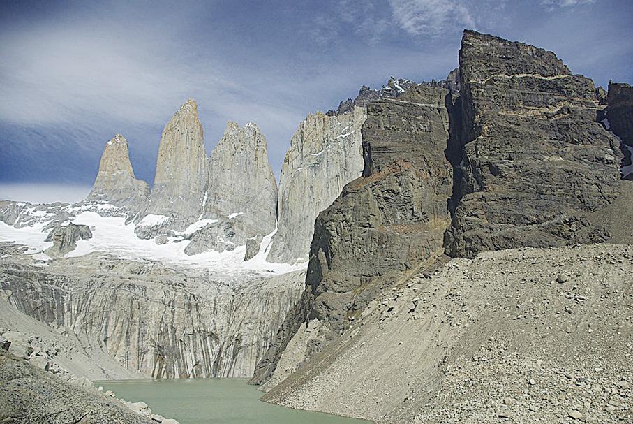 百內國家公園內的著名景點——三塔山。(israelroca/CC/Pixabay)