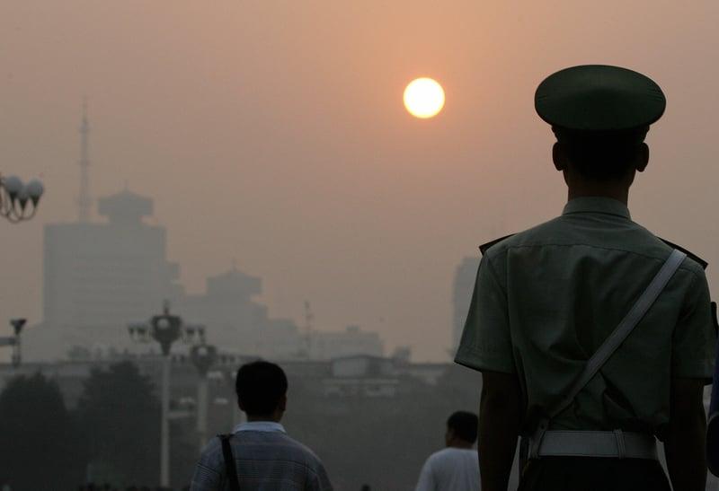 中共武警部隊腐敗渠道層出不窮,中共當局近期對武警部隊進行大調整,多名武警主官先後落馬。(FREDERIC J. BROWN/AFP)