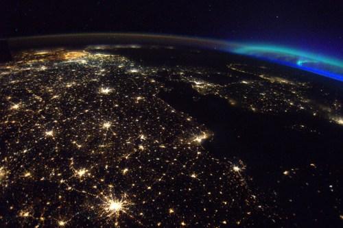從太空返回地球 法太空人:手拿電話都困難