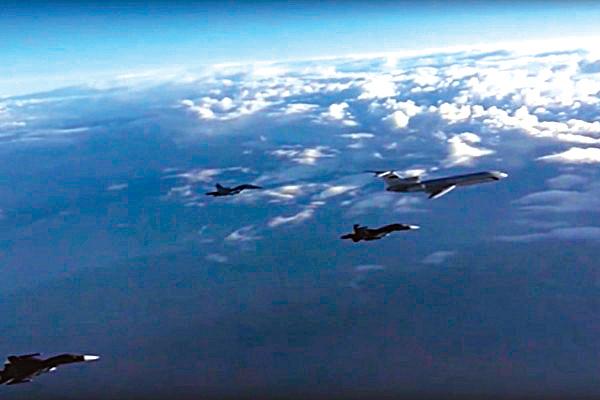 俄羅斯總統普京突宣佈從敘利亞撤軍,讓外界大吃一驚。圖為撤軍的俄羅斯軍機。(AFP)
