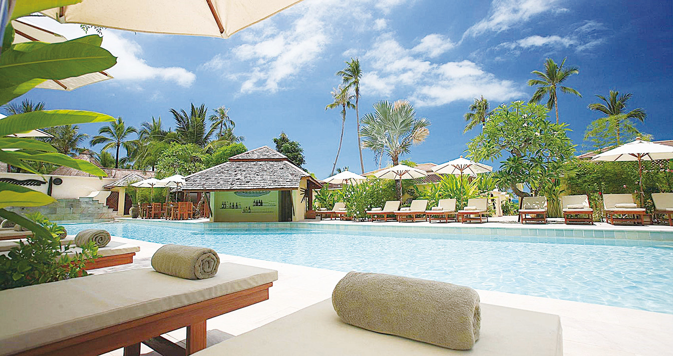 度假村有戶外大型游泳池,碧水藍天和不遠處層層的棕櫚樹給住戶提供的度假感受。(Feltrim Group)