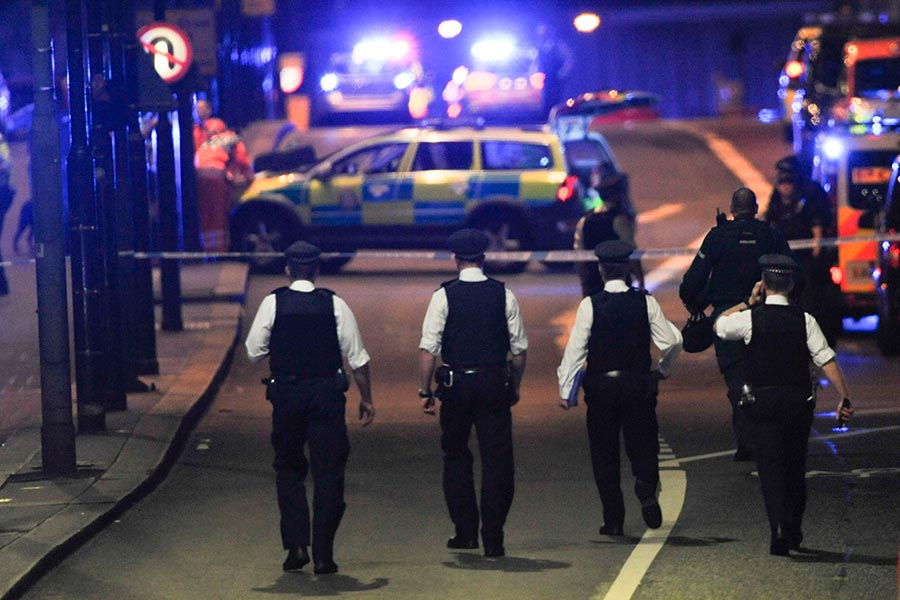圖為今年6月3日晚,倫敦再次遭遇恐襲。(DANIEL SORABJI/AFP/Getty Images)