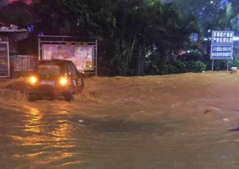 廣州大雨令多處地方出現大範圍水浸。(網絡圖片)