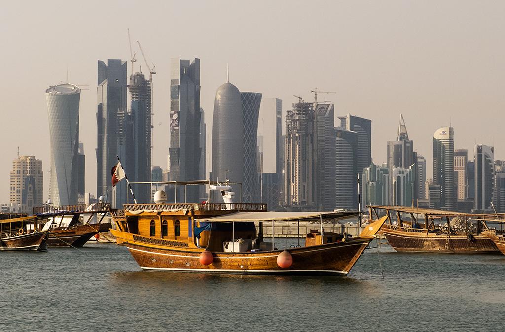 分析人士認為,卡塔爾國營新聞發佈了卡塔爾統治者塔米姆的言論後,最終成了引爆多國與其斷交的最終「導火線」。圖為卡塔爾多哈的海港。(StellarD/Wikimedia Commons)