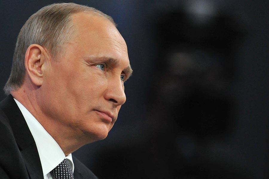 普京日前在聖彼得堡接受NBC採訪時表示,所謂的干涉美國大選以及與特朗普有特殊關係,都是無稽之談。(IKHAIL KLIMENTYEV/AFP/Getty Images)