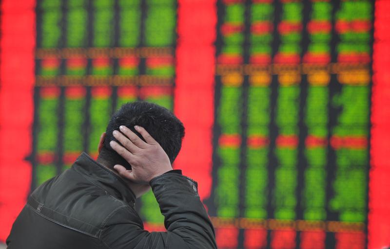 4月23日,中國滬指共出現12個4,而且還是4月的第四個星期四,因為在中文中4和「死」同音,股民當天大呼大盤好邪乎。(AFP PHOTO CHINA OUT)