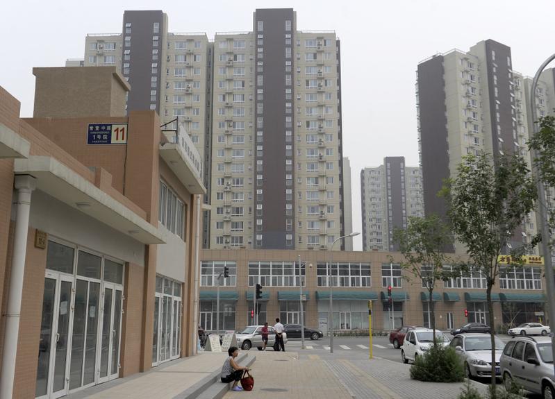 北京學區房開始降價,有的甚至下降了百萬人民幣。(LIU JIN/AFP/Getty Images)