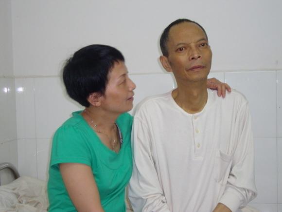 2011年5月5日,中國民主黨人李旺陽先生出獄時,與其妹妹李旺玲女士合照。(網絡圖片)