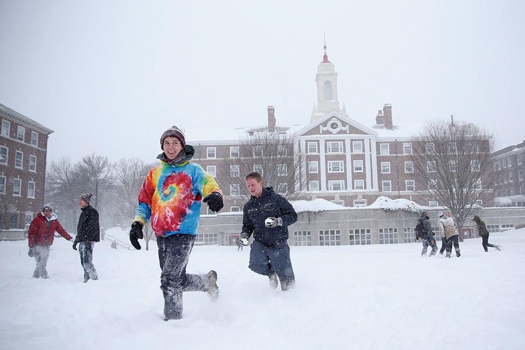 據《哈佛大學學生校報》報導,至少十名今年被哈佛大學錄取的新生被取消錄取通知書,因為他們在網絡上分享有性暗示或種族歧視內容的模因(meme)。 (Getty Images)