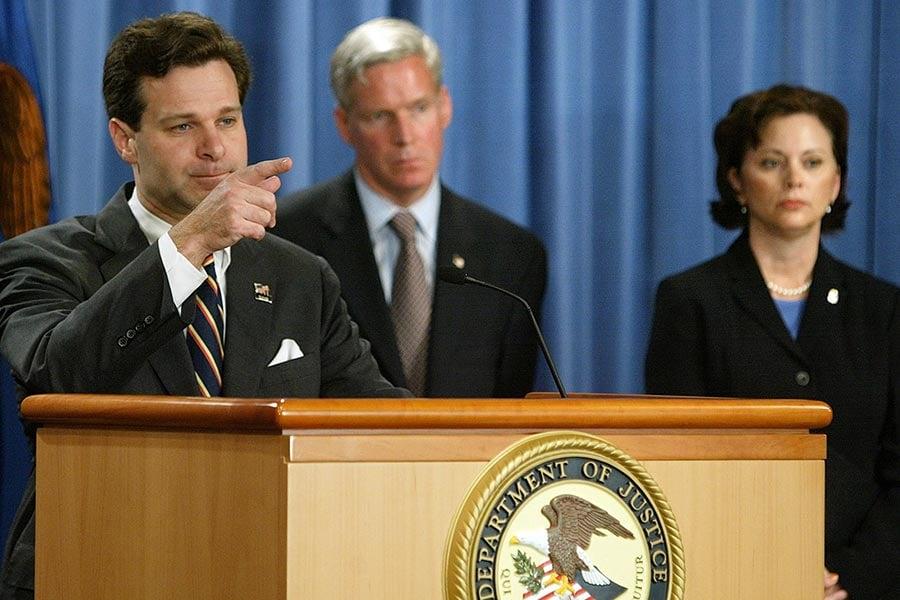 美國總統特朗普周三(6月7日)通過推特表示,他將要任命前助理總檢察長克里斯托弗・雷(Christopher Wray,左)擔任聯邦調查局(FBI)局長。(Getty Images)