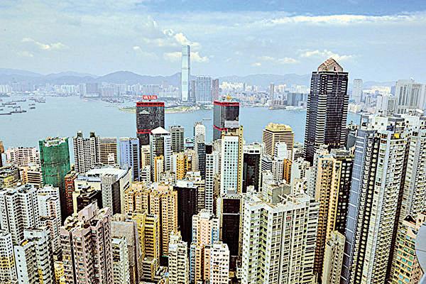 大陸房地產商和買家正加速湧入香港房地產市場。(大紀元資料圖片)