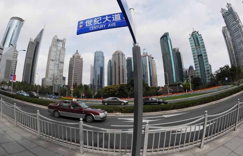 最近一期交銀中國財富景氣指數下滑,且收入增長、經濟景氣和投資意願三個指數均下跌。(AFP PHOTO/Mark RALSTON)
