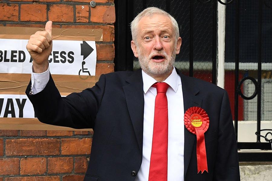 工黨領袖郝爾彬投票。(Leon Neal/Getty Images)