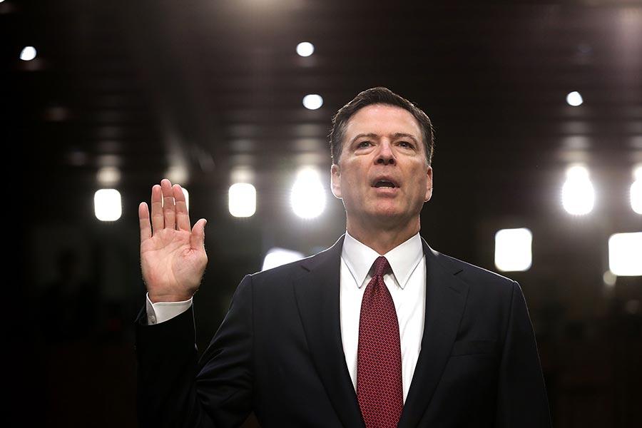 前FBI局長科米周四(6月8日)在參議院情報委員會的作證可能令特朗普法律團隊鬆一口氣,因為他沒有指控特朗普妨礙司法。但是他的一些尖銳言論將讓政治爭議和通俄門調查繼續發酵。(Chip Somodevilla/Getty Images)