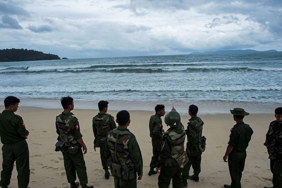 2017年6月7日下午,一架中國製造的軍用飛機在安達曼海上墜毀,機上載有122人。(YE AUNG THU/AFP/Getty Images)
