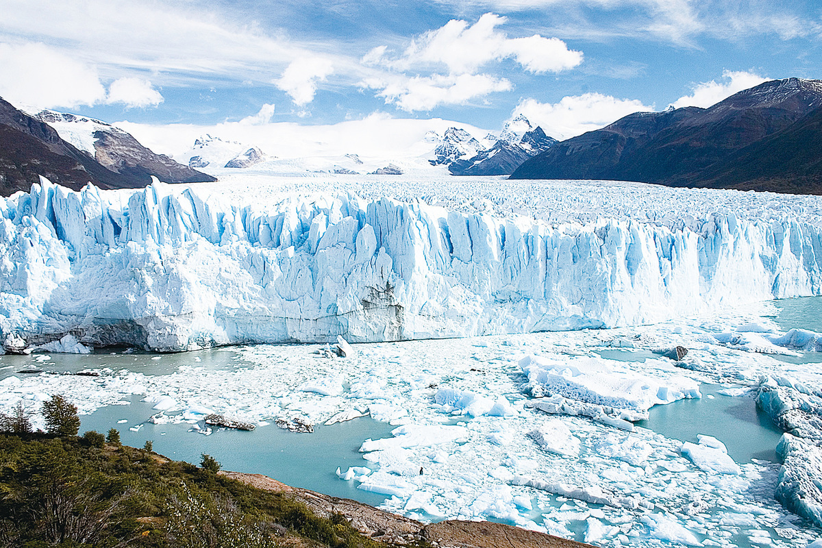 阿根廷莫雷諾冰川是全球罕見的大型冰河。(維基百科)
