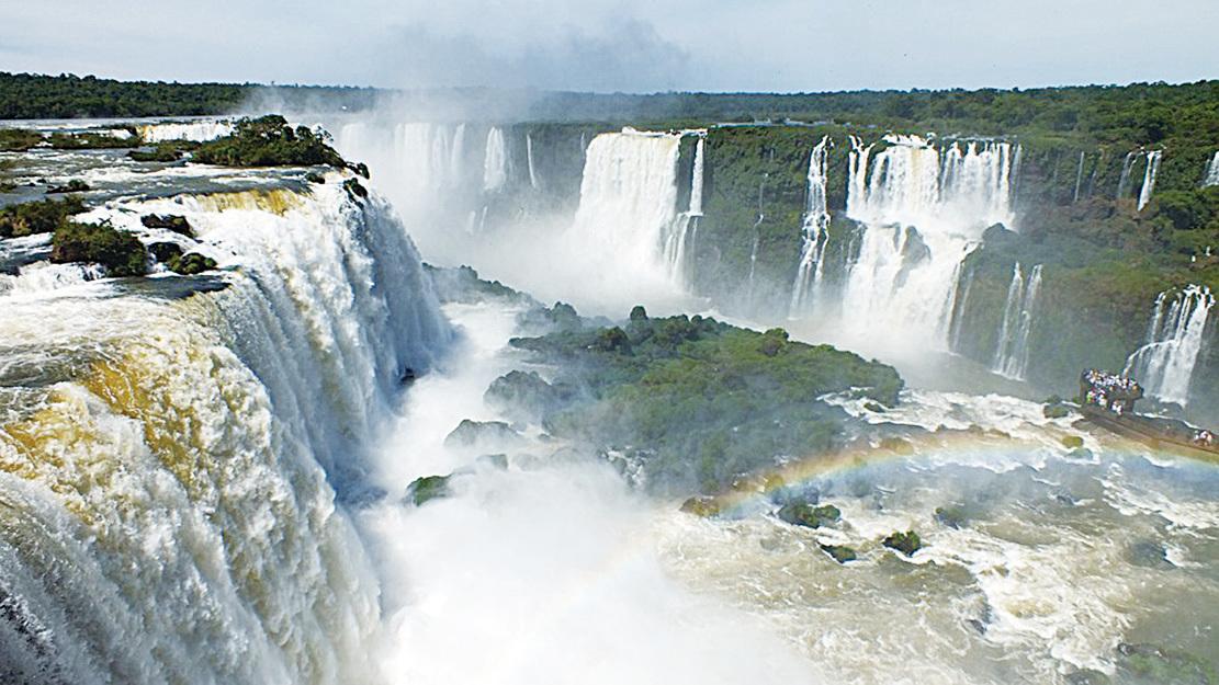 被譽為「世界新七大自然奇觀」的伊瓜蘇瀑布。(thomaslkiefer/CC/Pixabay)