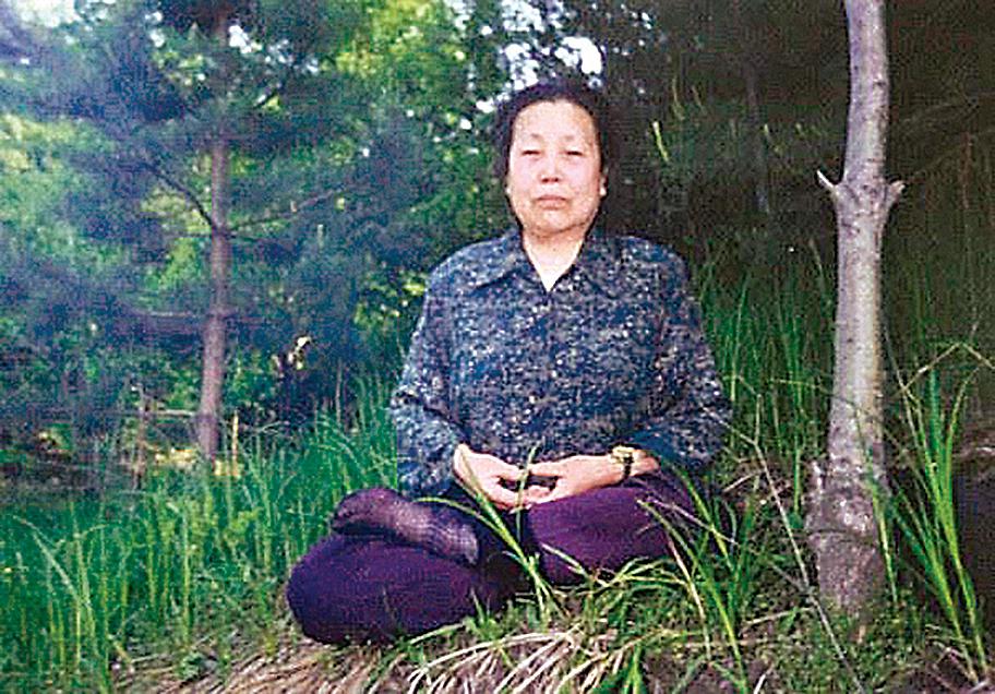尹玉芝老人修煉法輪功後癌症痊癒。(明慧網)
