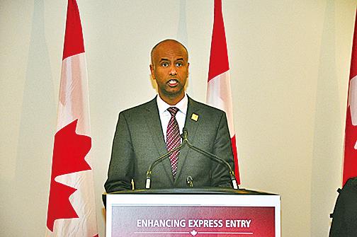 加拿大移民部長胡森6月5日在萬錦市表示,兄弟姐妹移民政策更有利於新移民適應加拿大生活。(周行/大紀元)