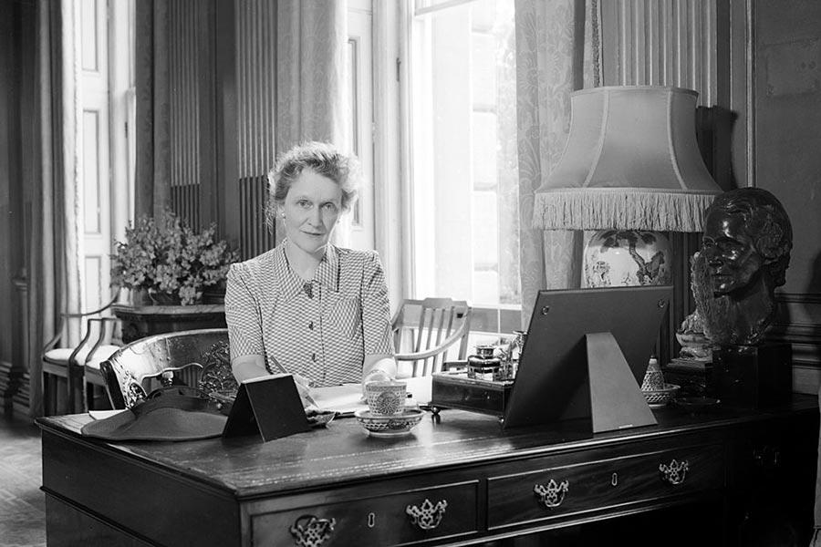 阿斯特成為第一位在下議院就職的英國婦女。(Tunbridge/Tunbridge-Sedgwick Pictorial Press/Getty Images)