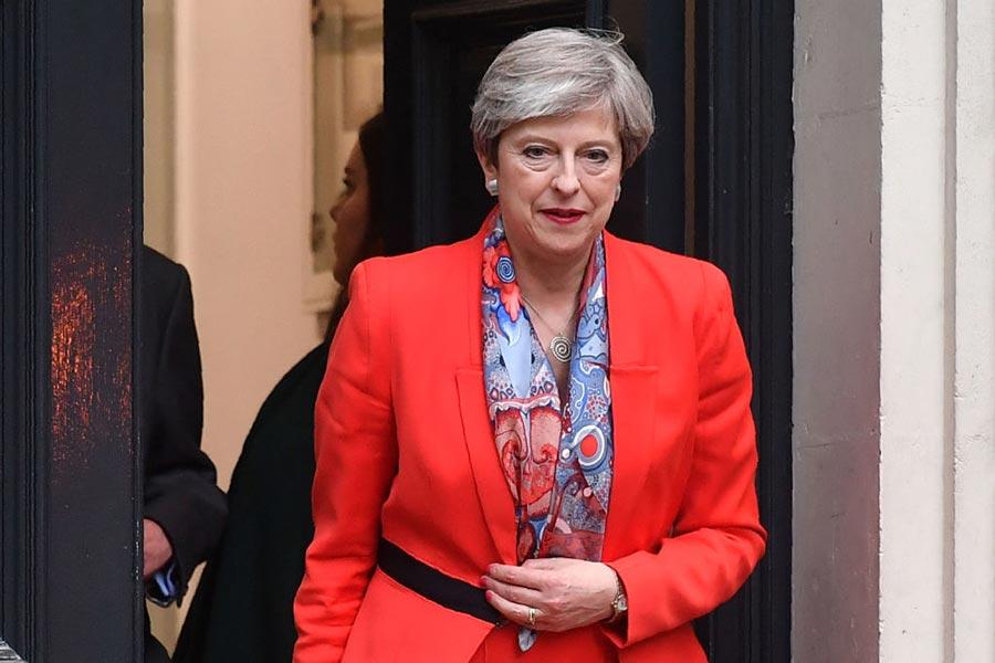 6月9日清晨,英國大選結果幾乎令所有人都驚訝和震驚:英國面臨一個充滿不穩定因素的「懸浮議會」,首相文翠珊表示自己不會辭職。(BEN STANSALL/AFP/Getty Images)