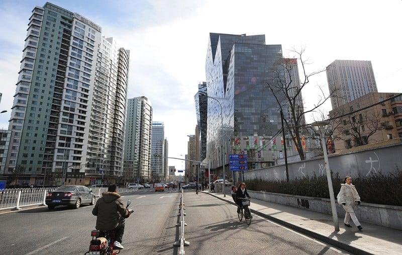 大陸持續樓市調控,官方數據顯示,9月份一線城市房價環比持續下降;二三線城市漲幅繼續回落;北京二手房價格領跌5個月。圖為北京街區。(FREDERIC J. BROWN/AFP/Getty Images)